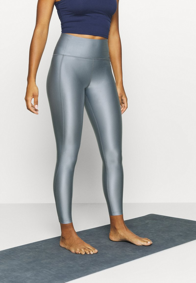 Filippa K - CROPPED GLOSS LEGGING - Punčochy - silver grey