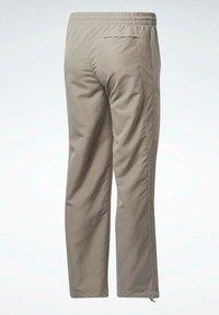 Reebok Classic - CLASSICS TRACKSUIT BOTTOMS - Pantalon de survêtement - grey - 6