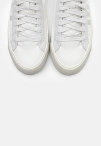 Diesel - DESE S-DESE MID CUT W - High-top trainers - white - 5