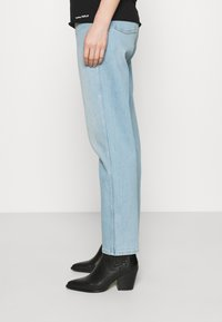Wrangler - MOM  - Relaxed fit jeans - clear blue - 3