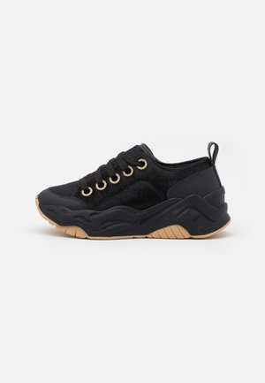 P1THON WAY - Trainers - black