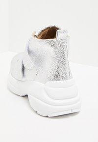 faina - High-top trainers - silver - 4