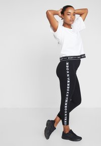 DKNY - TWO TONE LOGO HIGH WAIST LEGGING - Leggings - black - 1