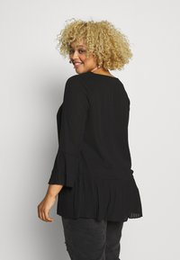 CAPSULE by Simply Be - V-NECK FRILL PLEAT BLOUSE - Blouse - black - 2