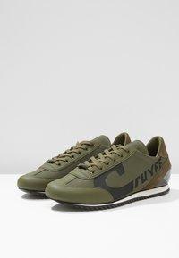 Cruyff - ULTRA - Sneakersy niskie - olive - 2