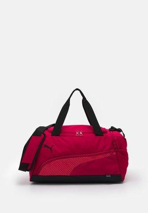 FUNDAMENTALS SPORTS BAG S UNISEX - Sportovní taška - persian red/sunblaze