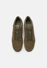 Puma - ST RUNNER UNISEX - Trainers - burnt olive/forest night - 3
