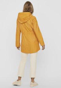 Vero Moda - VMSHADY  - Parka - golden yellow - 2