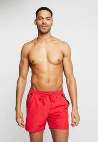 Calvin Klein Swimwear - MEDIUM DRAWSTRING - Badeshorts - lipstick red - 0