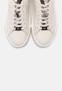 MICHAEL Michael Kors - CODIE LACE UP - Trainers - cream - 6