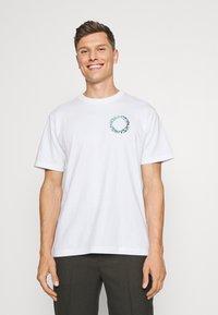 GAP - GRAPHIC  - Print T-shirt - optic white - 2