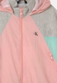 Calvin Klein Jeans - HYBRID COLOUR BLOCK  - Sportovní bunda - pink - 2