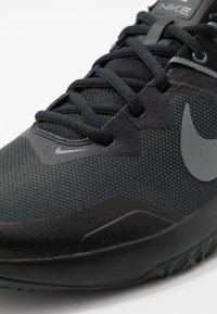 Nike Performance - VARSITY COMPETE TR 3 - Sportovní boty - dark smoke grey/smoke grey/black - 5