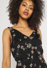 Vero Moda - VMWONDA NEW SINGLET SHORT DRESS - Vapaa-ajan mekko - black/eliza - 3