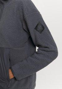 Salomon - SNOWSHELTER - Fleece jumper - ebony - 5