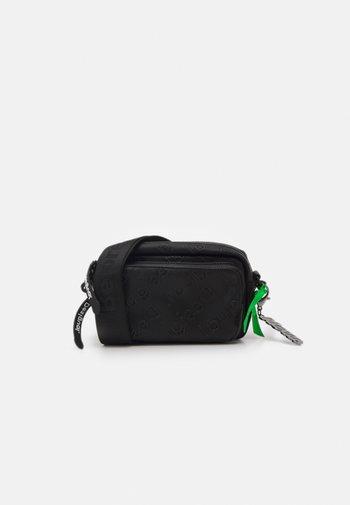 COLORAMA PETRA - Across body bag - black