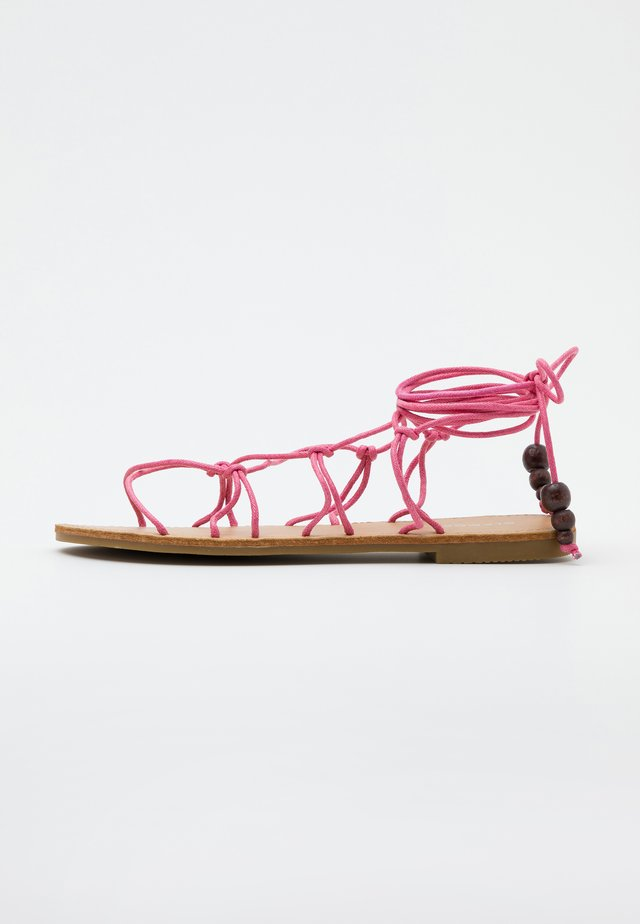 Sandály s odděleným palcem - pink