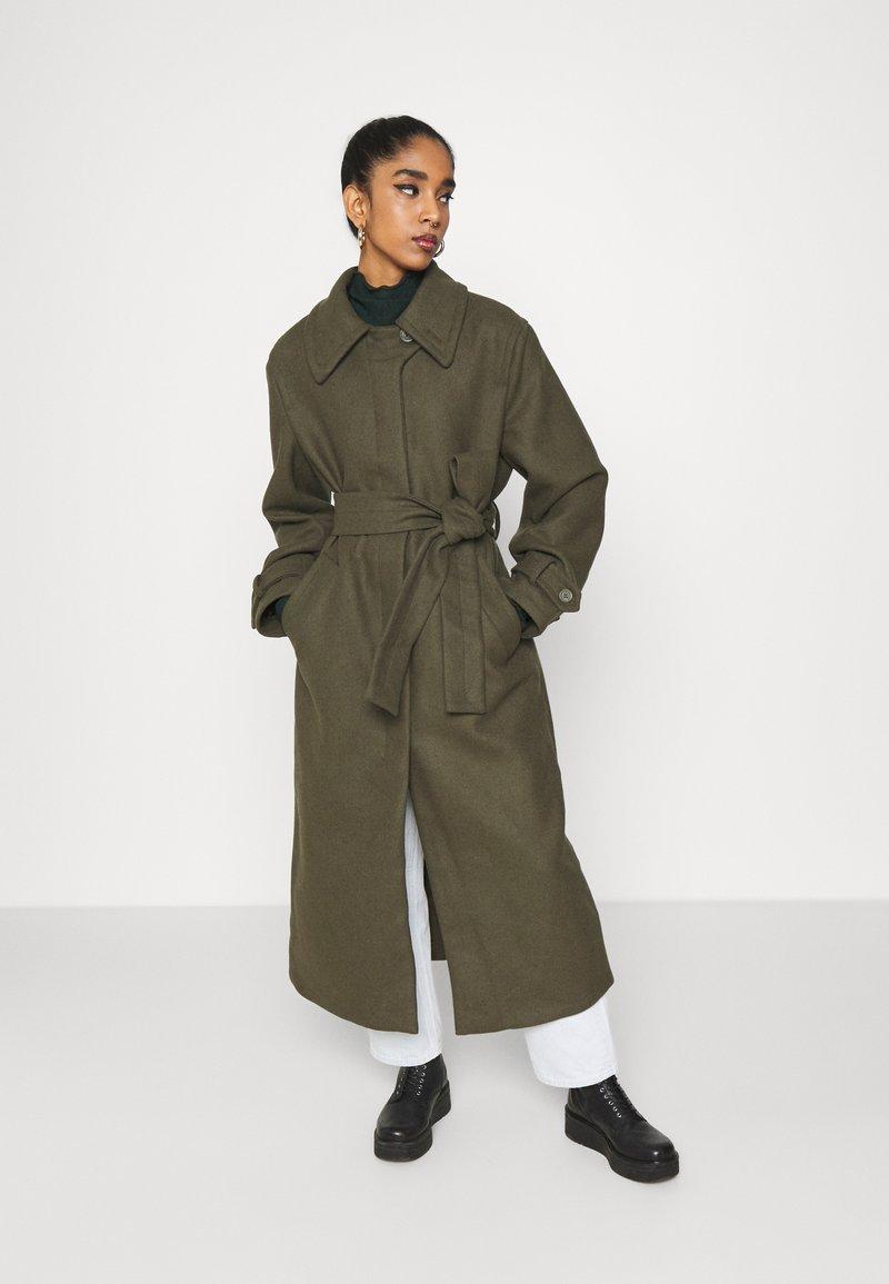 Weekday - RICKY COAT - Mantel - khaki green
