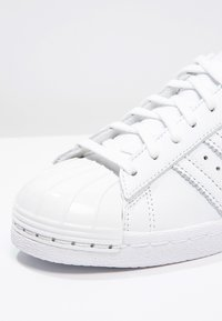 adidas Originals - SUPERSTAR 80S  - Sneakers laag - white - 6