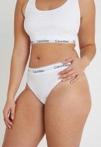 Calvin Klein Underwear - MODERN PLUS THONG - Thong - white - 0