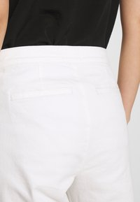 White Stuff - THEA WIDE LEG CROP - Flared Jeans - white - 5