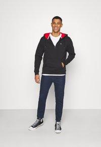 Tommy Jeans - PHOTOPRINT HOODIE UNISEX - Felpa con cappuccio - black - 1