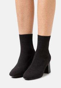 Even&Odd Wide Fit - Korte laarzen - black - 0