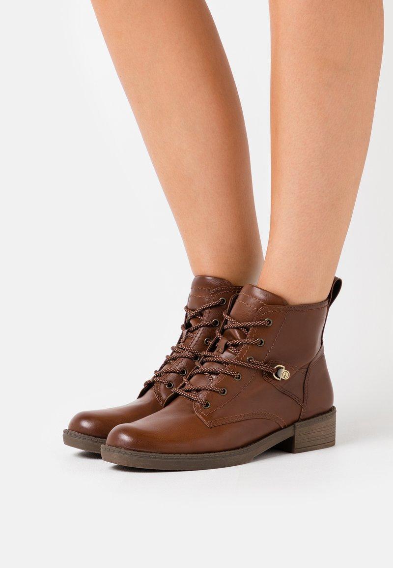 Tamaris - Boots à talons - cognac