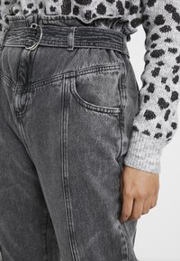 River Island Petite - PAPERBAG UTILITY  - Relaxed fit jeans - grey acid - 5
