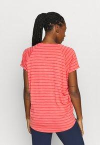 Icebreaker - ELOWEN CREWE - Print T-shirt - pink - 2