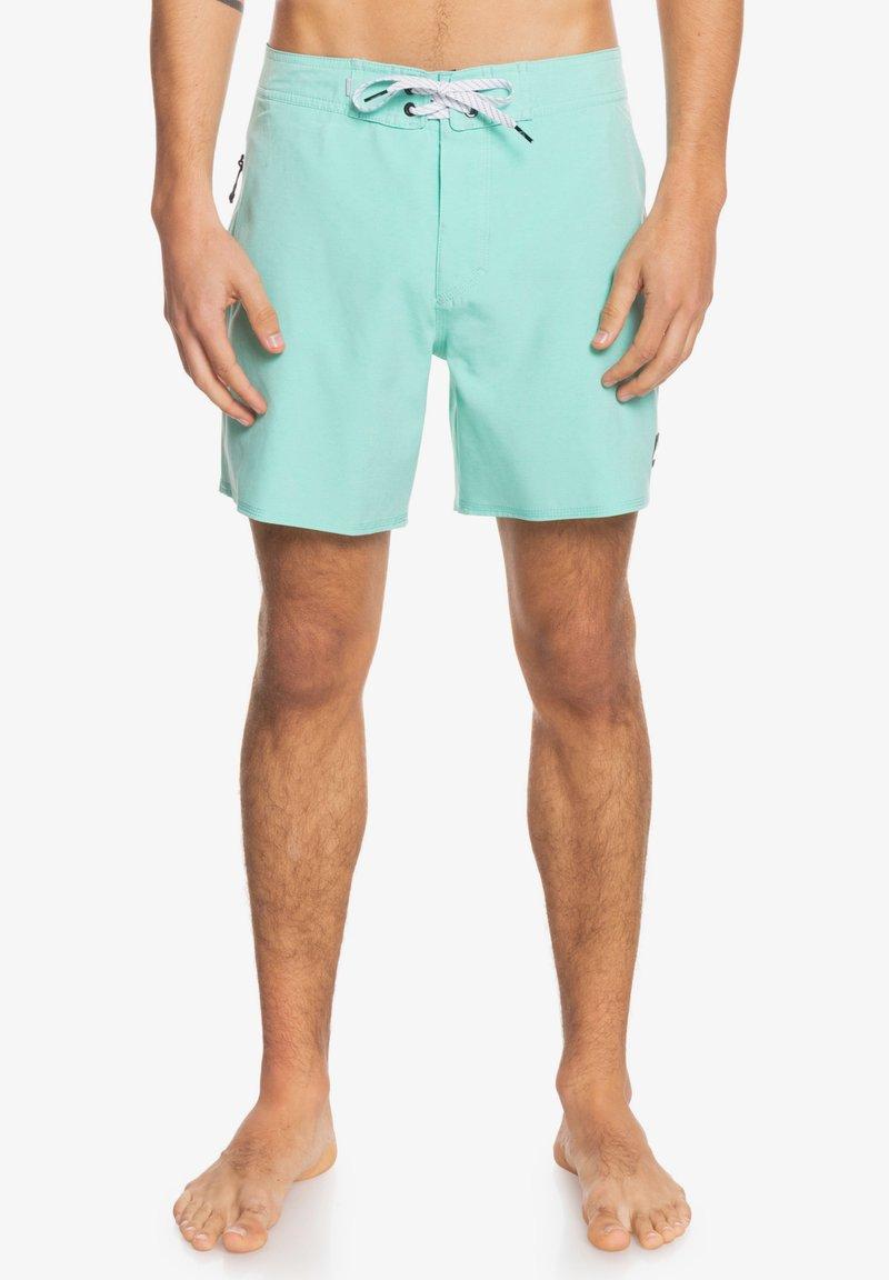Quiksilver - SURFSILK KAIMANA  - Swimming shorts - cabbage
