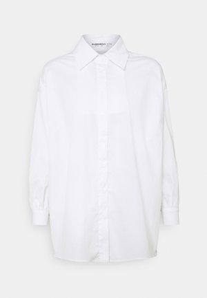 STRUCTURED PUFF NECKLINE - Shirt dress - white