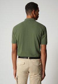 Napapijri - ELBAS - Polo shirt - green cypress - 1