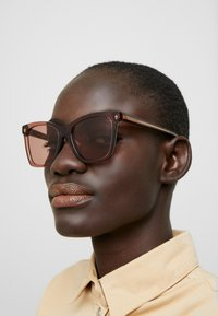 Alexander McQueen - Sunglasses - brown/pink - 1