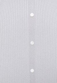 Missguided Petite - V NECK BUTTON FRONT DRESS - Strikket kjole - grey - 2