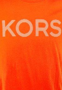 Michael Kors - STRIPED TEE - Print T-shirt - tangerine - 2