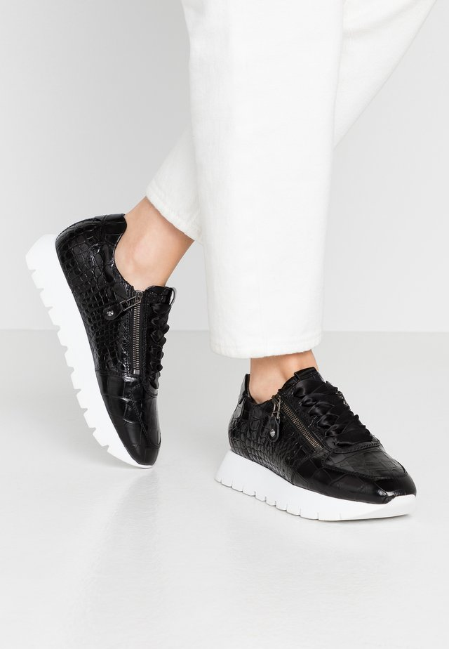 RISE - Trainers - black