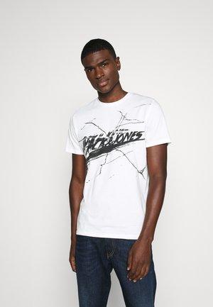 ORGANIC TEE CREW NECK - Print T-shirt - cloud dancer