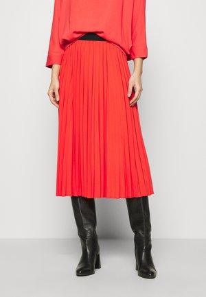 Długa spódnica - red