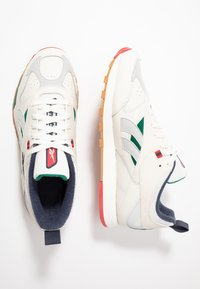 Reebok Classic - CLASSIC LEATHER RC 1.0 LIGHTWEIGHT SHOES - Sneakers - chalk/skull grey/heritage navy - 1