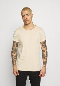 Tigha - WREN - Basic T-shirt - desert sand - 0