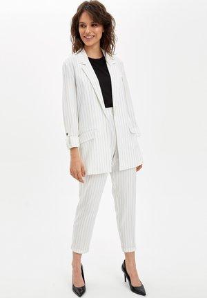 DEFACTO  WOMAN  - Krótki płaszcz - white