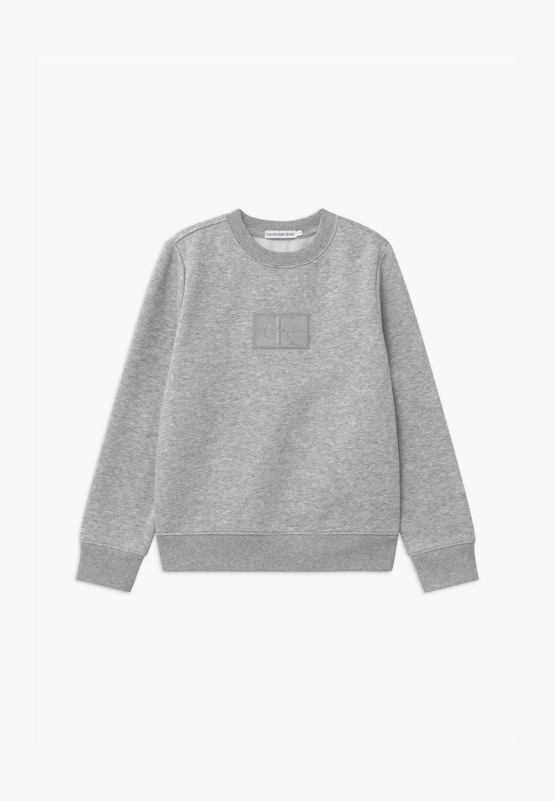 Calvin Klein Jeans - REFLECTIVE BADGE - Sweatshirts - grey
