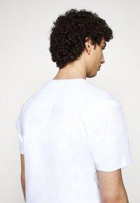 Raeburn - ETHOS GRAPHIC  - T-shirt con stampa - white - 3