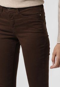 MAC Jeans - Trousers - braun - 2