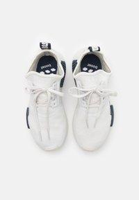 adidas Originals - NMD_R1 UNISEX - Sneakers basse - crystal white/collegiate navy - 3