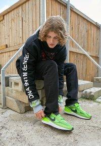 Pegador - BAYAMO DISTRESSED ANKLE - Straight leg jeans - black - 1