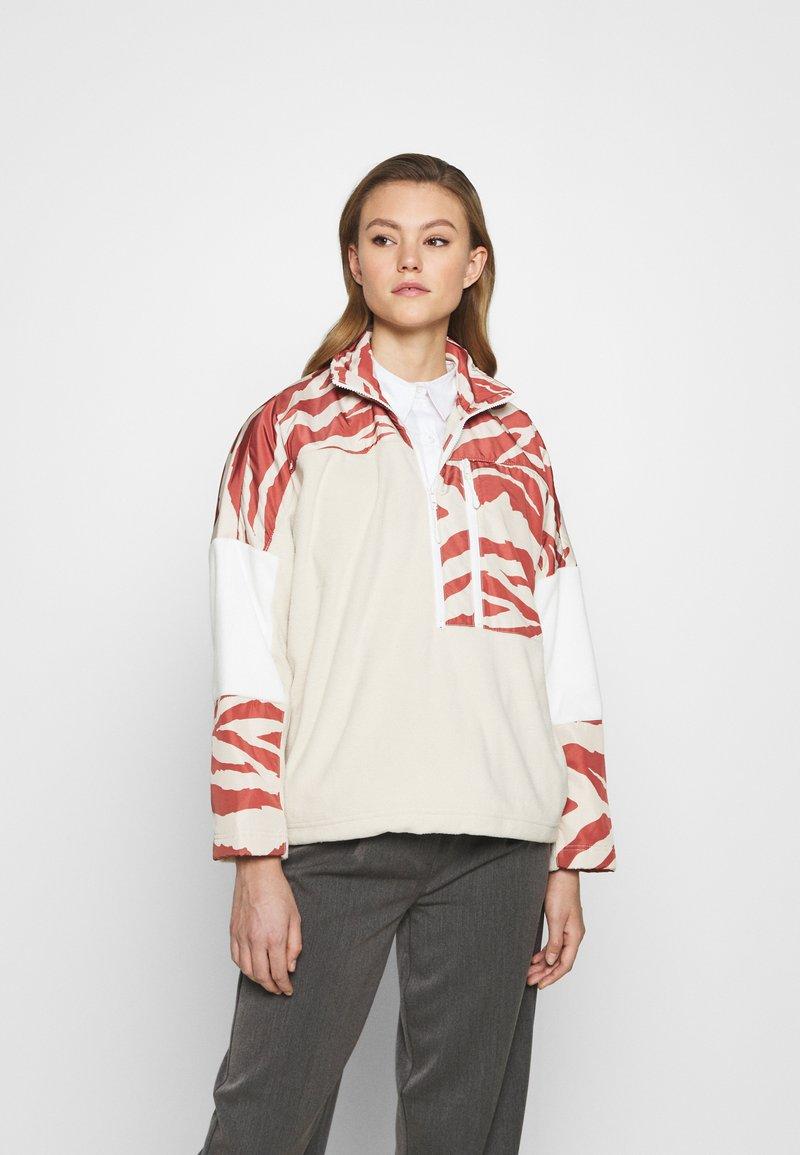 Monki - BELIZE - Sweatshirt - beige/rost
