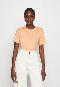 ARKET - Basic T-shirt - apricot - 0