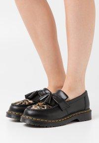 Dr. Martens - ADRIAN FLUFF - Slippers - dark grey/tan/black - 0
